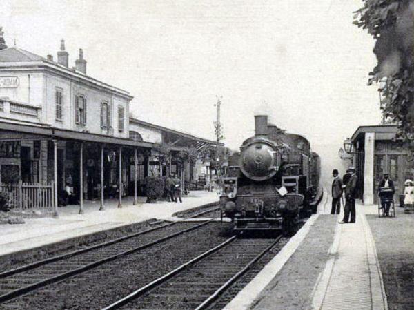 Risultati immagini per l'arrivo di un treno nella stazione ... film 1895
